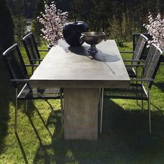 Hagemøbel - Outdoor furniture from Krogh Design. Kando bord i fiber betong med stoler i stål. Decor fra www.krogh-design.no/hage/
