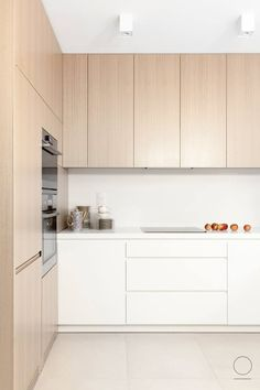 Haus in Masuren Projekt: Oikoi Architectural Studio IH - Internity Home Kitchen Lighting Design, Kitchen Room Design, Modern Kitchen Design, Home Decor Kitchen, Kitchen Interior, Home Kitchens, Remodeled Kitchens, Kitchen Ideas, Stylish Kitchen