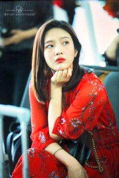 Joy-Redvelvet 180622 Incheon Airport to NewYork Kpop Girl Groups, Korean Girl Groups, Kpop Girls, Seulgi, Irene, Park Joy, Red Velvet 1, Park Sooyoung, Korean Bands