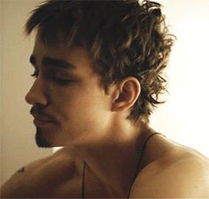 Love/hate Robert Sheehan
