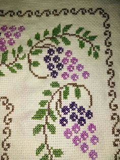 . Cross Stitch Fruit, Simple Cross Stitch, Cross Stitch Rose, Cross Stitch Borders, Cross Stitch Flowers, Cross Stitch Charts, Cross Stitch Designs, Cross Stitching, Cross Stitch Patterns