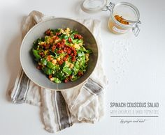 Spinach Couscous Salad // Ginger and Mint Couscous Salad With Chickpeas, Vegan Food, Vegan Recipes, Dried Tomatoes, Pasta Salad, Spinach, Travelling, Diy Ideas, Mint