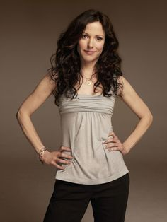 Pink Julep: Style Icon: Nancy Botwin aka Mary Louise Parker in Weeds Mary Louise Parker, Nancy Botwin, Pictures Of Mary, Celebs, Celebrities, Style Icons, Curly Hair Styles, Photos, Style Inspiration