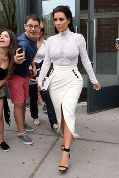 Kim leaving her apartment in NYC - May 5, 2015