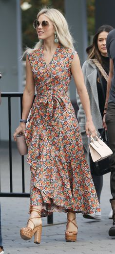 Julianne Hough in Rebecca Taylor visits 'Extra TV' in L. Stylish Dresses, Casual Dresses, Summer Dresses, Dress Skirt, Wrap Dress, Dress Up, Traje Casual, Mode Inspiration, Dress Patterns