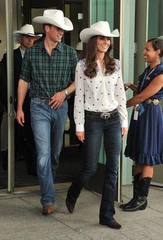 Pin for Later: 18 Tenues Portées Par Kate Middleton Que la Reine N'aurait Pas Approuvé