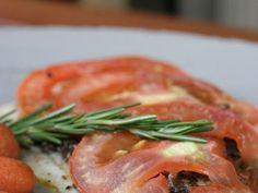Receita Prato Principal : Linguado ao forno com tapenade de azeitonas pretas e tomates de Com uma pitada de açúcar...