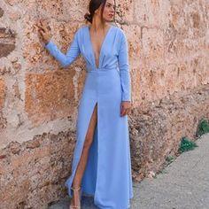Espectacular, divino y sexy!! Los vestidos de @lmasloficial son únicos... Flechazo en toda regla 💘 Enamorada del vestido altar disponible en su web! • • • • • • • #invitadaideal #boda #invitada #invitadaperfecta #lookboda #graduacion #comunion #invitadaconestilo #influencers #casamiento #bridesmaid #peinado #bridal #tocados #pamelas #guest #inspiracion #inspiracionboda #sevilla #damasdehonor #weddingday #weddingdress #novia #weddingtime #hkwedding
