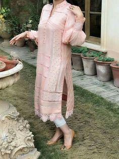 Pakistani Fashion Party Wear, Pakistani Formal Dresses, Pakistani Dress Design, Pakistani Outfits, Indian Dresses, Fancy Dress Design, Stylish Dress Designs, Stylish Dresses For Girls, Casual Dresses