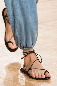 Love the elastic hem ankle: Chloé at Paris Spring 2015 (Details)