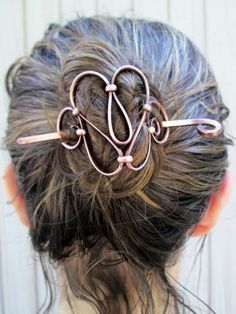 Copper hair pieces, with metal sticks for an elegant hair knot. These are sculpted by hand and made Copper Hair, Copper Jewelry, Hair Jewelry, Wedding Jewelry, Jewellery, Wire Crafts, Jewelry Crafts, Bijoux Fil Aluminium, Hair Knot