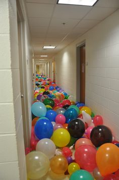 I want to do this! BALLOON RUN: I wonder how many balloons this would take. - Maybe just in a room and they have to find something among them.