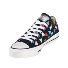 These Converse Chuck Taylor Confetti Print in Dark Denim are super comfortable and great for the spring season! They are great for any outfit and the pattern of the Confetti Print is different from the usual Chuck Taylor sneakers!