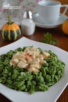 Barbi konyhája: Spenótos nokedli, tejszínes csirkével Pasta Recipes, Diet Recipes, Chicken Recipes, Cooking Recipes, Healthy Recipes, Musaka, Good Food, Yummy Food, Hungarian Recipes