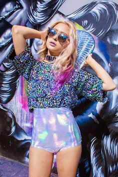Look at more ideas about Praise outfits, Raver love and Festival outfits. Festival Looks, Rave Festival, Festival Wear, Festival Fashion, Fashion 90s, Party Fashion, Holographic Fashion, Holographic Glitter, Mode Kawaii