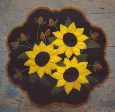 Primitive Wool Penny Rug e-Pattern Sunflowers Thistle Gold Copper Scalloped Edge by Jackie Joslyn at Lake View Primitives on Etsy Motifs Applique Laine, Wool Applique Patterns, Felt Applique, Applique Designs, Quilt Patterns, Felt Embroidery, Sewing Patterns, Motifs D'appliques, Penny Rug Patterns