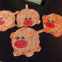 This little Pig Pot Holder Pattern - via @Craftsy