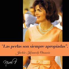 """""""Las perlas son siempre apropiadas"""". Jackie Kennedy Onassis.  Las perlas son joyas que van con todo. Se pueden usar a cualquier hora, y son siempre elegantes y discretas. Si bien es innegable que los accesorios y sobre todo las joyas deben combinar con la personalidad, la ropa y la actitud de cada persona, las perlas son capaces de concordar con el estilo específico de cada una de nosotras. #JackelineKennedyOnassis #collardeperlas #pearlnecklace"""