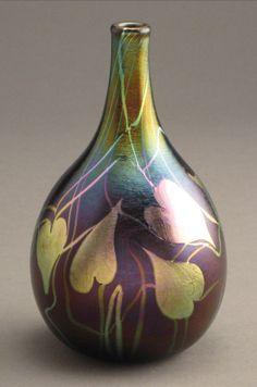 Quezal Art Glass and Decorating Company (1901-1924), Iridescent Glass Vase.