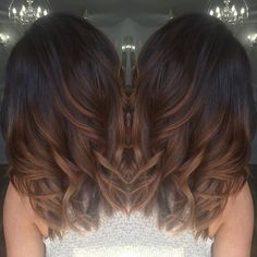 """Tiger Eye"" Hair Color Is the It Dye Trend For 2017 When it comes to subtle ombré fades and highlights on the hair, we've seen everything from balayage to tortoiseshell and ecaille take off. Tiger Eye Hair Color, Hair Color And Cut, Brown Hair Colors, Brown Hombre Hair, Hair Color Ideas For Dark Hair, Caramel Ombre Hair, Chocolate Ombre Hair, Bayalage Caramel, Chocolate Bayalage"