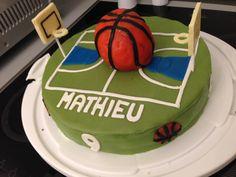Gâteau d'anniversaire sur le thème basket
