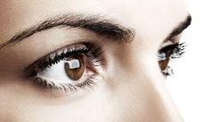 Øjenbryn er med til at ramme ansigtet ind og skabe balance i dit ansigt. Derfor er det ikke helt lige meget, hvor brynene starter eller slutter, og om de er tynde eller tykke. Få den bedste guide her.
