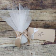 Minimalist Wedding Invitations, Wedding Invitation Design, Favour Boxes, Wedding Planning, Wedding Ideas, Confetti, Babyshower, Wedding Gifts, Favors