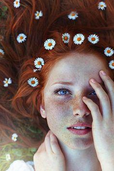 La couleur auburn est un mélange de roux et de brun qui attribue aux femmes un air très chaleureux et mystérieux à la fois. Voyez nos propositions!