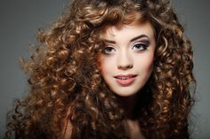 Curly hairstyles are named for cuteness. Curly crowning glory gives cutest looks to the girls that carry them. You no need to style a curly hair, as curly hair by itself is a stylish statement. Cute Curly Hairstyles, Latest Hairstyles, Natural Curls, Natural Hair Styles, Long Hair Styles, Long Curly Hair, Curly Girl, Curly Blonde, Short Hair