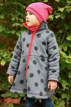 Hier erhaltet ihr unser letztes Freebook im Jahr 2016 – den Little Sweat Coat. Einen Sweat Mantel in den Grössen 92 – 152 . DOWNLOAD Anleitung Little Sweat Coat DOWNLOAD Schnitt Little …