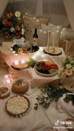 Night Dinner Recipes, Date Night Dinners, Date Dinner, Romantic Date Night Ideas, Romantic Surprise, Romantic Evening, Ramadan Decorations, Valentines Day Decorations, Romantic Room Decoration
