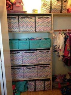 An organized closet! Using Thirty-One Gifts cubes.https://www.mythirtyone.com/kaydeeperkins