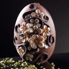 Ovetto di cioccolato con non ti scordar di me decorati in rilievo