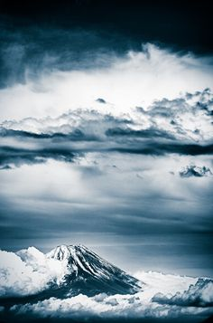 Fuji, the Beautiful Spiritual Mountain in Japan / Tokyo Pic Nagoya, Places Around The World, Around The Worlds, Monte Fuji, Stunning Photography, Yokohama, Sky And Clouds, Japan Travel, Bokeh