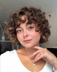 Short Curly Hairstyles For Women, Haircuts For Curly Hair, Curly Hair Cuts, Curly Hair Styles, Natural Hair Styles, Natural Curls, Blonde Curly Hairstyles, Curly Hair Layers, Naturally Curly Hairstyles