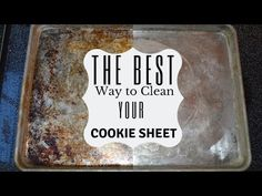 How to clean your baking sheets I Cleaning your cookie sheets Pratical Life Clean Pots, Me Clean, Cleaning Solutions, Cleaning Hacks, Baking Pans, Baking Soda, Clean Cookie Sheets, Cleaning Baking Sheets, Silicone Baking Sheet
