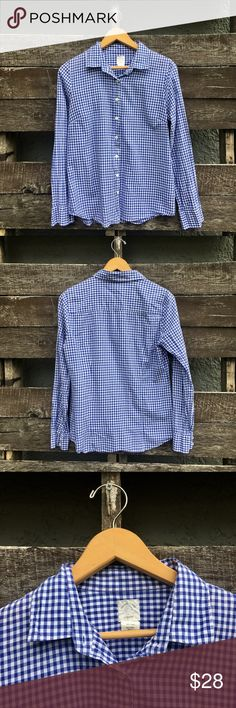 J. Crew Perfect Shirt in Blue Gingham size 6. In excellent condition J crew size 6 blue Gingham shirt. J. Crew Tops Button Down Shirts