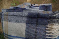 Luxusný prehoz z jahňacej vlny modro – biely | PODDEKOU