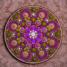 Love this circle dot mandala. Mandala Art, Mandala Rocks, Mandala Painting, Pebble Painting, Mandala Pattern, Tole Painting, Pebble Art, Mandala Design, Rock Crafts