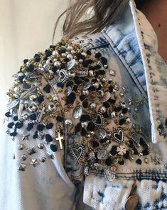 Slimming Fashion Tips .Slimming Fashion Tips Fashion Mode, Denim Fashion, Look Fashion, Fashion Tips, Painted Jeans, Painted Clothes, Diy Clothing, Custom Clothes, Customised Clothes