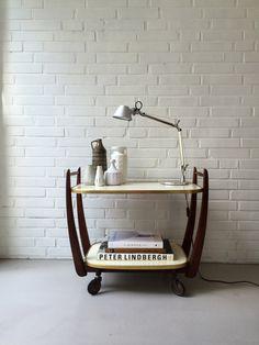 Vintage Teewagen, Servierwagen , kleiner Tisch Teak, Mid century Beistelltisch, Barwagen, Blumentisch 50ziger Jahre von moovi auf…