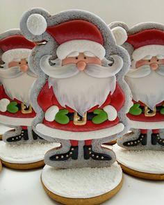 Очень новогодний и очень удобный дед мороз! Поставил под ёлку, надоел - съел! Размер 16*10 см 1200тг #olegra_ng18