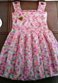 Pile skirt made easy gilet recipe. 2 3 Jahre alt Pile skirt made easy gilet recipe. 2 3 years old - Girls Knitted Dress, Knit Baby Dress, Knitted Baby Clothes, Crochet Girls, Crochet For Kids, Crochet Clothes, Crochet Baby, Knitting For Kids, Baby Knitting Patterns