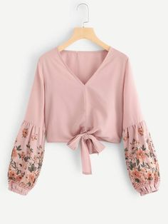 Boho Floral Top Regular Fit V neck Long Sleeve Pullovers Pink Crop Length Floral Bishop Sleeve Knot Hem Blouse - Top - Women's Fashion Mode Abaya, Mode Hijab, Boho Outfits, Casual Outfits, Cute Outfits, Blouse Styles, Blouse Designs, Women's Fashion Dresses, Hijab Fashion