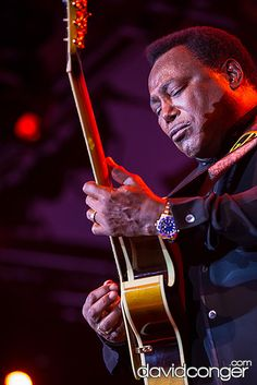 Photos of George Benson performing at Snoqualmie Casino. Jazz Players, Guitar Players, Music Do, Soul Music, R&b Artists, Music Artists, Smooth Jazz Artists, Contemporary Jazz, Progressive Rock