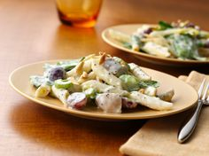 Whip up a yummy chicken and pasta salad dressed with a Greek yogurt lemon-poppy seed combo.