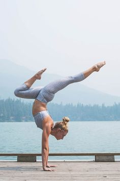 Yoga poses offer numerous benefits to anyone who performs them. There are basic yoga poses and more advanced yoga poses. Here are four advanced yoga poses to get you moving. Yoga Poses For Men, Basic Yoga Poses, Yoga Poses For Beginners, Yoga Tips, Crazy Yoga Poses, Cool Yoga Poses, Forme Fitness, Yoga Fitness, Fitness Tips
