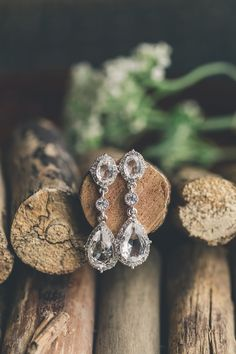 Cottage themed wedding in Muskoka. Tear dropped Krystal earrings hanging from wooden dowels. Antique Jewellery Designs, Antique Jewelry, Jewelry Design, Bridal Accessories, Wedding Jewelry, Yellow Nail Art, Neck Designs For Suits, Bride Earrings, Jewelry Tattoo