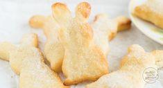 Zuckersüße Osterhasen aus Quark-Öl-Teig: Mit diesem tollen und einfachen Rezept für Quarkteighasen ist der Gebäckklassiker zu Ostern blitzschnell gemacht!
