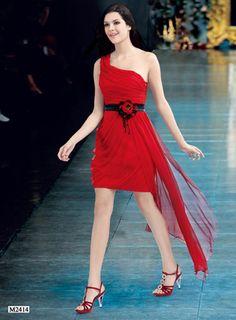Vuelve este original vestido. Esperamos que os guste.